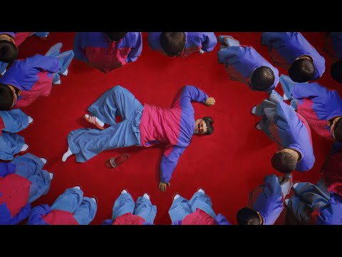 Oliver Tree – Life Goes On [Music Video]